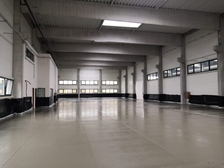 Průmyslové podlahy v halách podniků